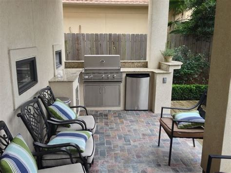 outdoor kitchen ideas for small spaces 25 best ideas about small outdoor kitchens on outdoor kitchens outdoor grill space