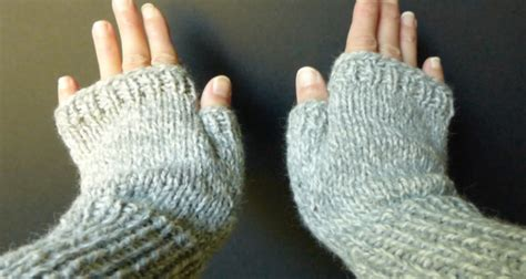 how to knit gloves with fingers for beginners how to knit basic fingerless gloves sm med