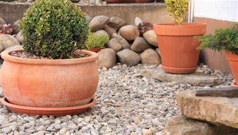 außenanlagen gestalten beispiele steingarten anlegen gestalten ideen bilder beispiele