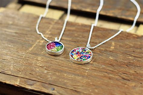 how to make own jewelry how to make your own resin jewelry via lilblueboo