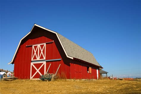 Farm House Porches why barns are red and other traditional paint colors