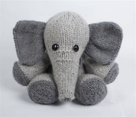 knitted elephant free pattern bagsmith blissa elephant kit giveaway knitcircus