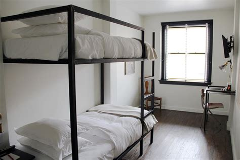 hotel bunk beds 3 musketeers hostel agra rooms rates photos reviews