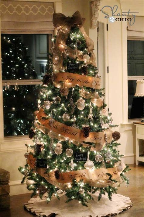 Christmas Tree Decorator by 25 Creative And Beautiful Christmas Tree Decorating Ideas