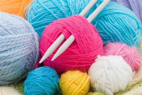 crochet or knit which is easier knitting and crochet classes