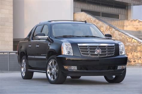 Cadillac Escalade Ext Accessories by Cadillac Escalade Ext Drivers Spend 5 814 On Aftermarket