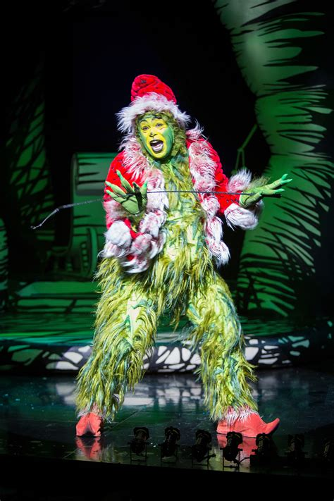 grinch up dr seuss how the grinch stole 2000 theatre