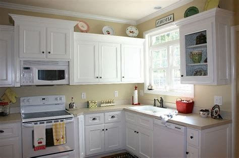 white painted kitchen cabinets kitchen cabinets painted in white painting a kitchen