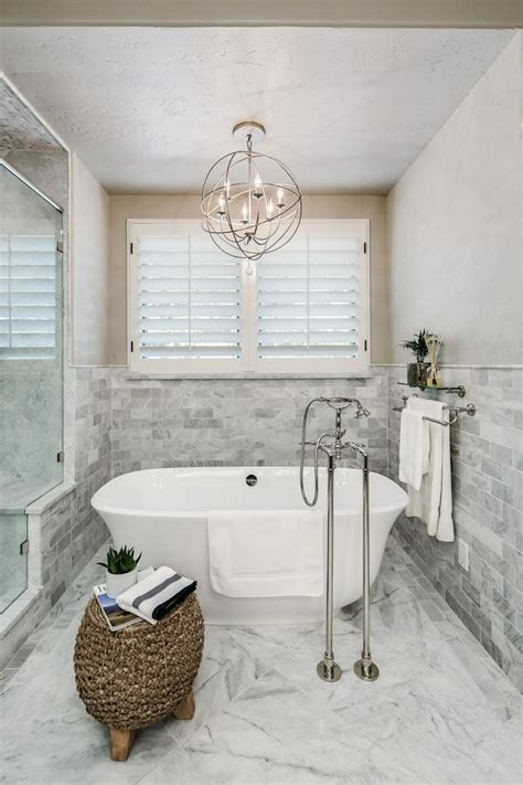small chandeliers for bathrooms 25 best ideas about bathroom chandelier on