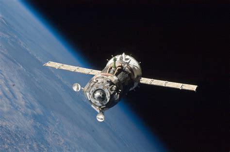 space craft file soyuz tma 19 spacecraft departs the iss jpg