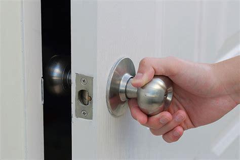 comment ouvrir une porte claqu 233 e avec une radio serrurier express