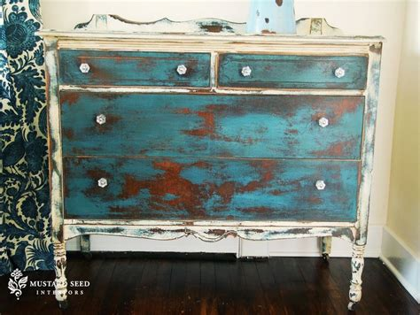 chalk paint vs stain 17 best images about chalk paint on furniture