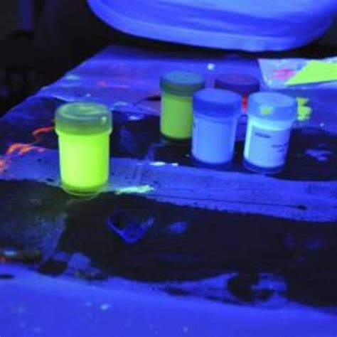 glow in the powder to mix with paint 25 best ideas about zinc sulfide on beautiful
