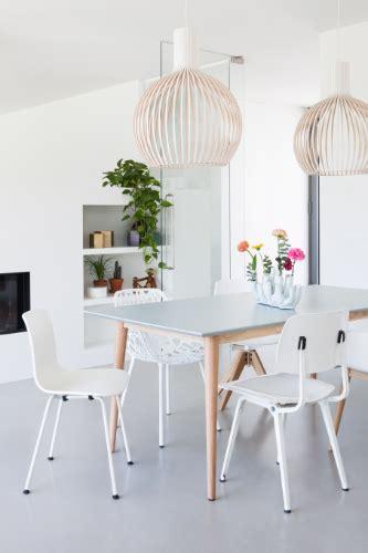 Witte Woonkamer Stoelen by Grijze Eettafel Met Verschillende Witte Stoelen