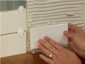 installing kitchen backsplash tiles
