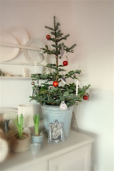 weihnachtsbaum klein 44 space saving trees for small spaces digsdigs