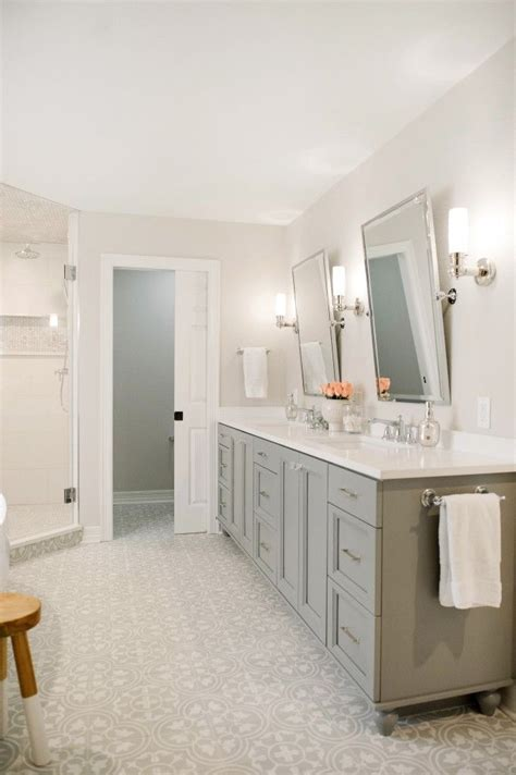 grey and white bathroom ideas 25 best ideas about gray bathroom vanities on
