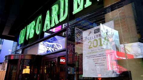 olive garden in times square is charging 400 a pop for new year s today