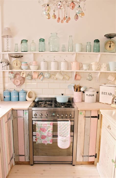 vintage kitchen decor ideas 17 best ideas about small country kitchens on