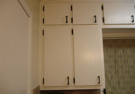 flat kitchen cabinet doors makeover oh what a difference some trim makes