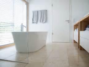 salle de bain travertin le chic noble de la naturelle