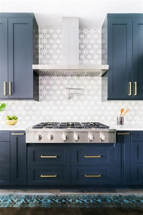 blue color kitchen cabinets 25 best ideas about navy cabinets on navy