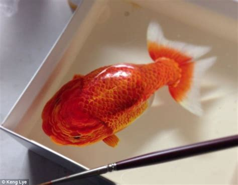 acrylic paint in resin artist creates stunning 3d paintings of fish using layers
