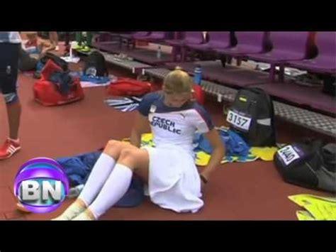 tenista sin ropa interior eliska klucinova deportista se cambia ropa interior en el