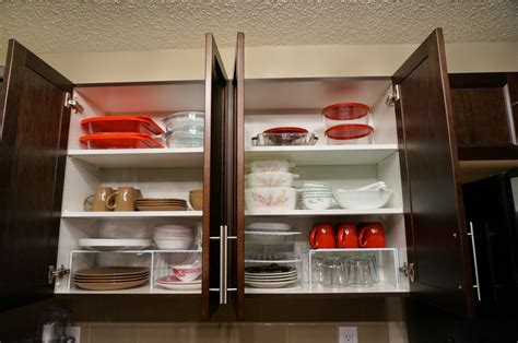 how to arrange your kitchen cabinets we cozy homes how to organize kitchen cabinet shelves