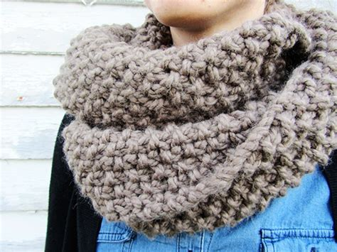 homespun yarn scarf pattern knit homespun circle scarf allfreeknitting
