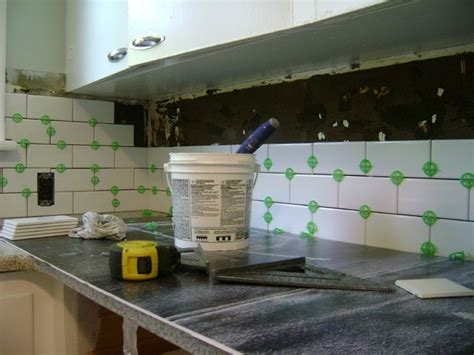 install backsplash in kitchen how to install a tile backsplash myartyhouseideas