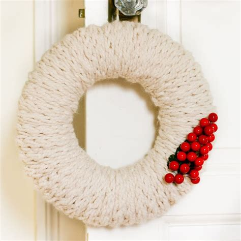 finger knit wreath 19 ways to learn how to make a wreath