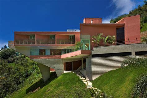 Sloped Lot House Plans sculptural concrete house built on a steep slope