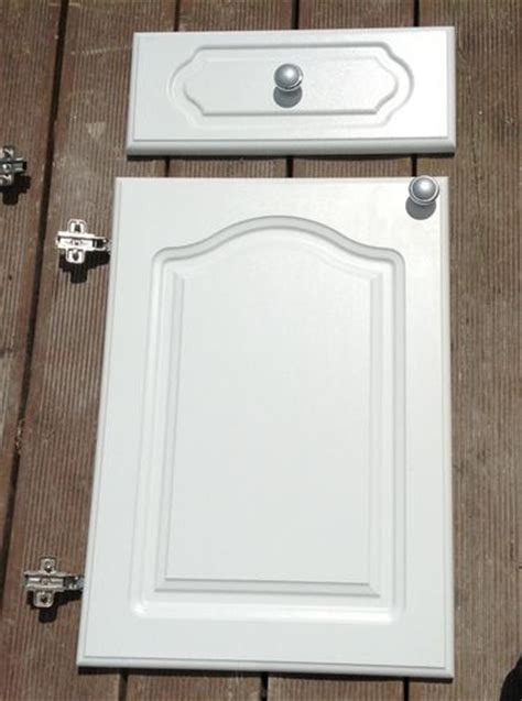 howdens kitchen doors and drawer fronts pin by zanne johnston on bathroom ideas