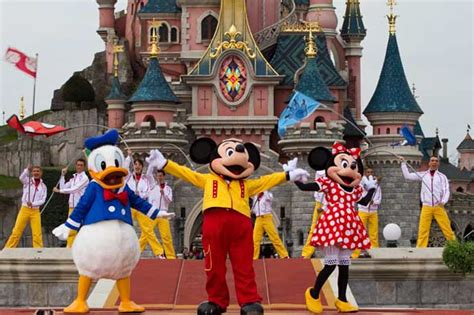 magic kingdom mickey sneak peek greetings up dates from orlando