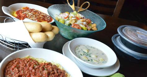 olive garden fans two pasta entrees and salad or soup 2 breadsticks only 10 39 hip2save