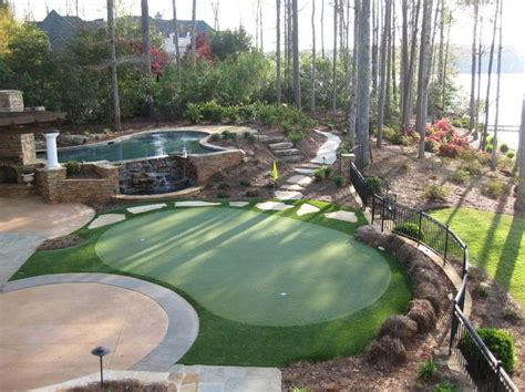 putting greens backyard 25 best ideas about backyard putting green on