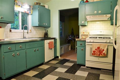 chalk paint kitchen cabinets before and after can sloan chalk paint transform these kitchen