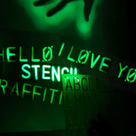 glow in the paint black light glow graffiti light spray paint with light the green
