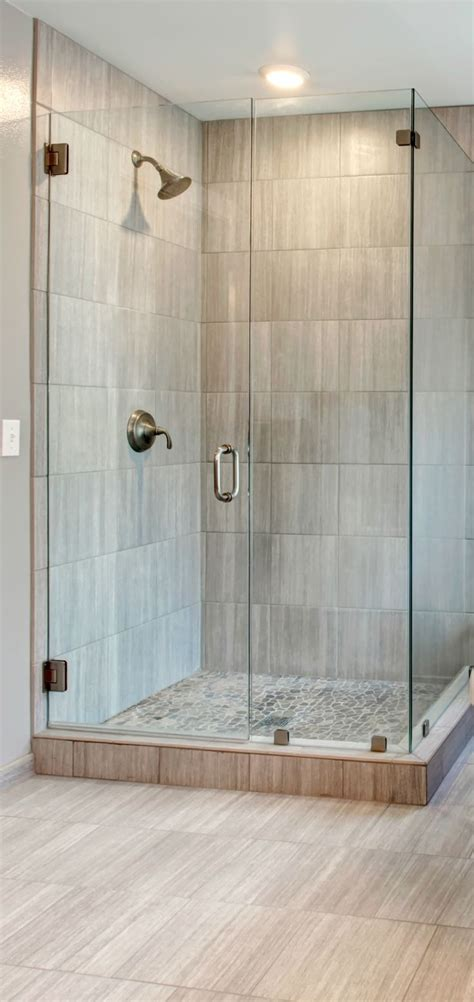 pictures of walk in showers in small bathrooms 25 best ideas about corner showers on small