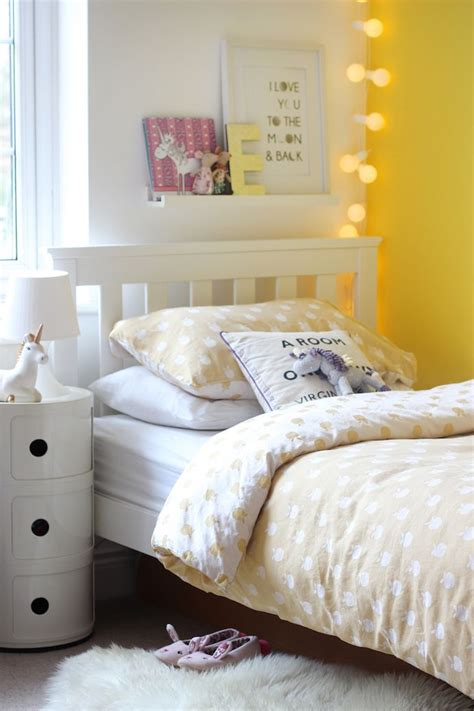 yellow bedrooms the 25 best yellow bedrooms ideas on spare