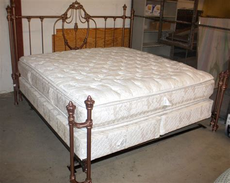 king size bed with 2 mattresses king size bed w mattress boxsprings