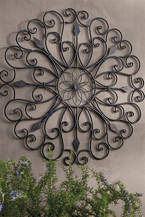 outdoor garden wall decor 25 best ideas about outdoor wall on patio