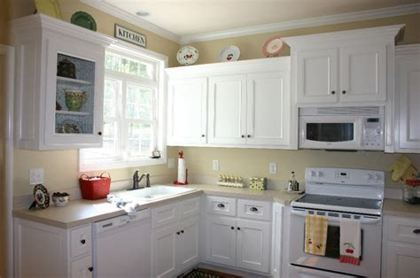 white paint kitchen cabinets the painting kitchen cabinets ideas for your home
