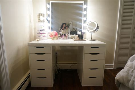 lighted sets bedroom vanity sets with lighted mirror home delightful