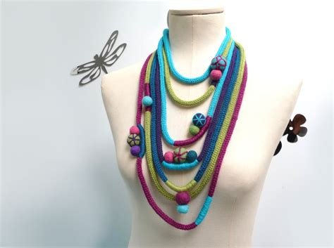 how to knit a necklace knitted scarf necklace infinity scarflette loop neckwarmer