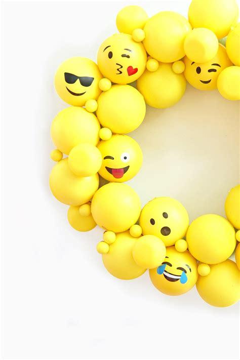 spray paint emoji 187 diy emoji ornament wreath