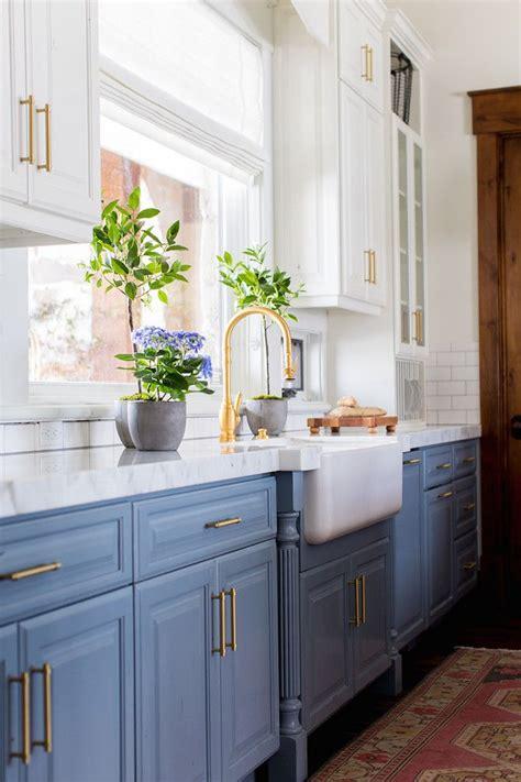 blue cabinets best 25 blue kitchen cabinets ideas on blue