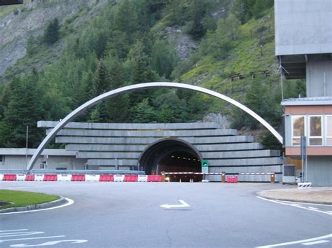 file tunnel du mont blanc cot 233 italien jpg wikimedia commons