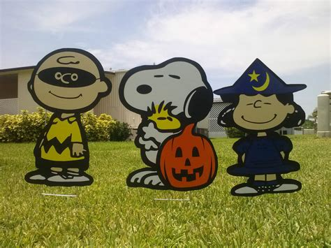 snoopy yard decorations great pumpkin yard snoopy with brown and